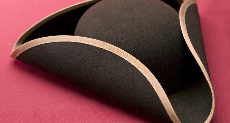 Un sombrero de tres picos era popular en la época colonial.