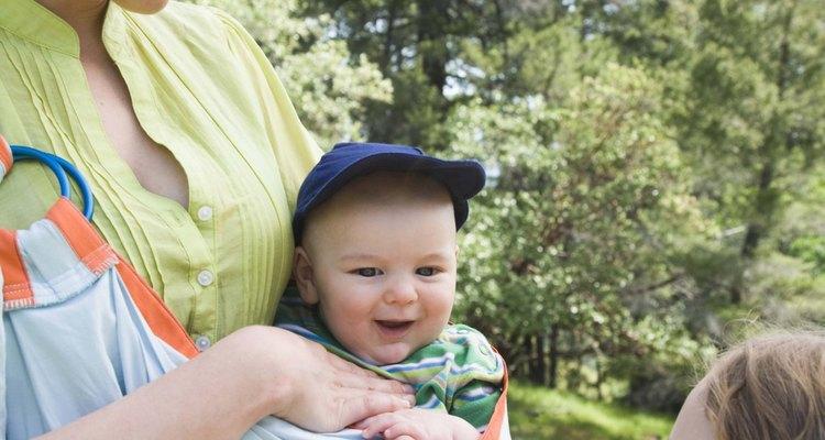Llevar a tu bebé les permite estar cerca el uno del otro.