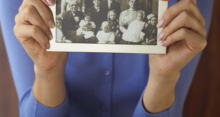 Las fotografías familiares son valiosos recuerdos.