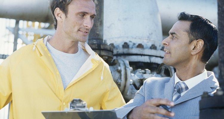 El salario promedio para los ingenieros ambientales en mayo de 2009 fue de alrededor de US$39 por hora o de US$81.800 por año.