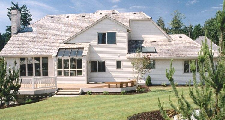 Um deck fornece uma área relaxante que adiciona valor à sua casa