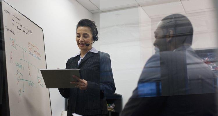 Los sueldos de los coordinadores de servicio de atención al cliente varían significativamente por la industria y las responsabilidades.