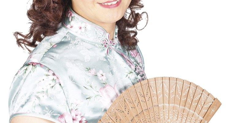 Os leques chineses são usados na dança e no teatro