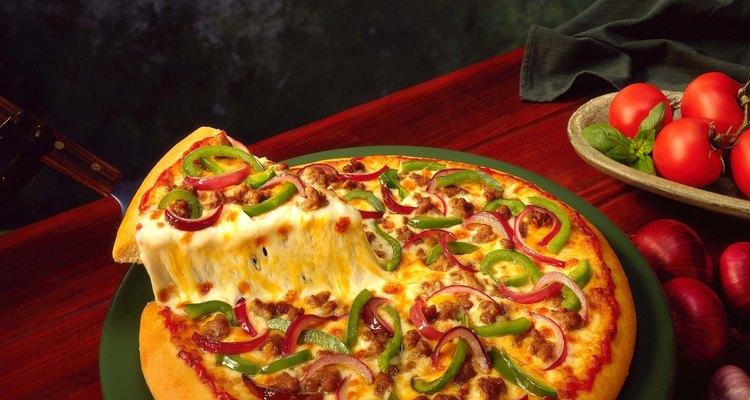 Descubre cómo cortar una pizza en partes iguales.
