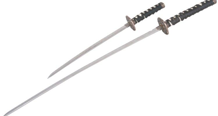 La katana y wakishi son dos tipos de espadas utilizadas por los samuráis.