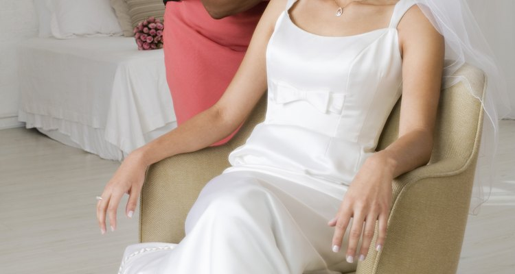 La madre de la novia estará muy ocupada durante la boda de su hija.