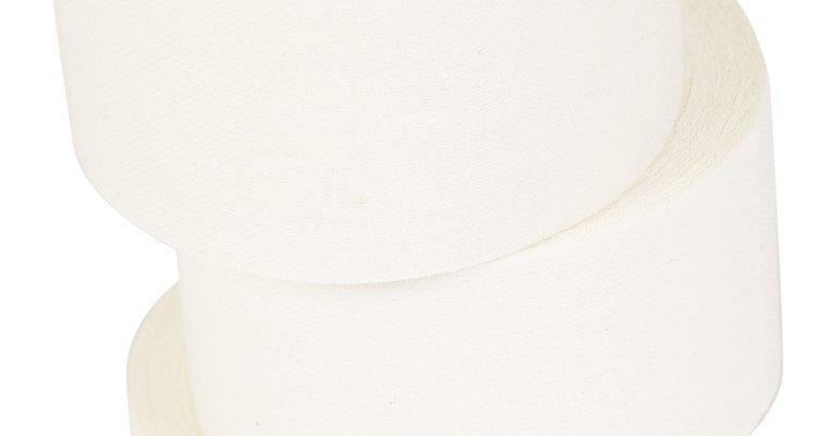 Deja que el cable se seque durante una hora antes de retirar la cinta adhesiva y de papel.