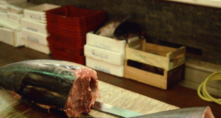 El atún se sirve mejor cocido a término medio o casi crudo.