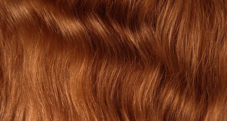 A hena deve ser removida completamente antes de aplicar outra coloração no cabelo