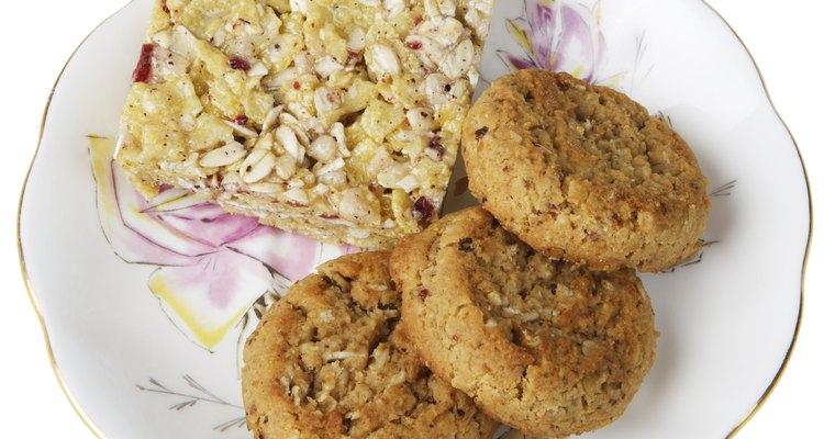 Una barra de proteínas sin azúcar puede proveer más energía que las galletas.