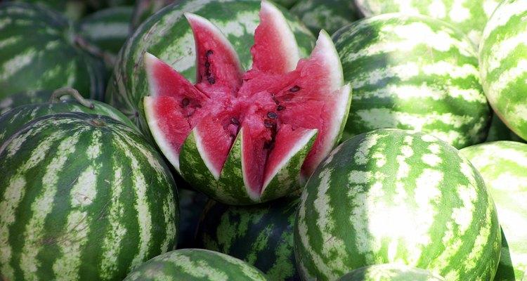 Reduza a irrigação antes que a fruta amadureça para evitar rachaduras