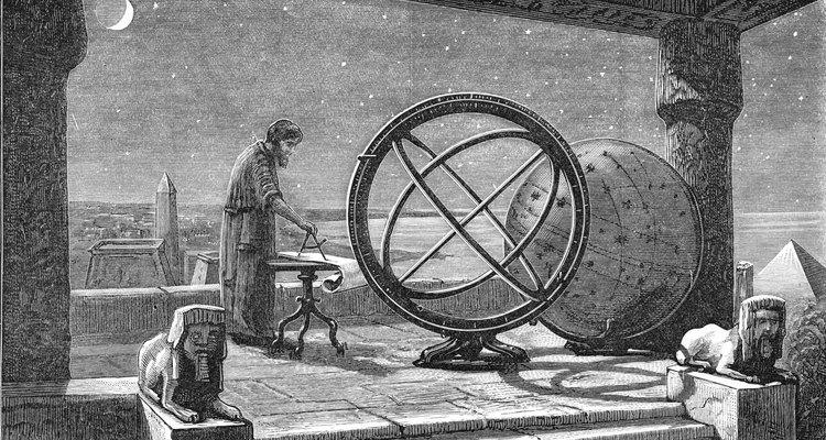 Hiparco fue el primero en documentar la precesión de los equinoccios.