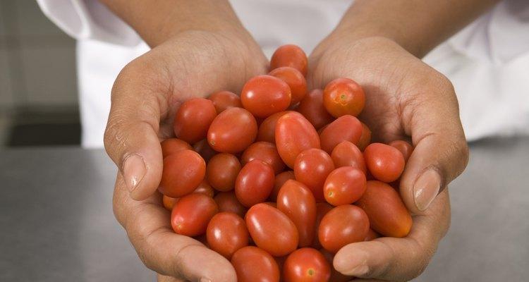 Los tomates vienen en muchas variedades, algunas de las cuales son dulces.