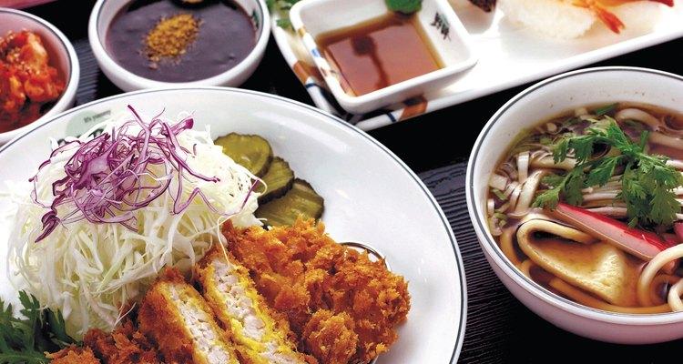 Teriyaki e soja são tipos de molhos asiáticos