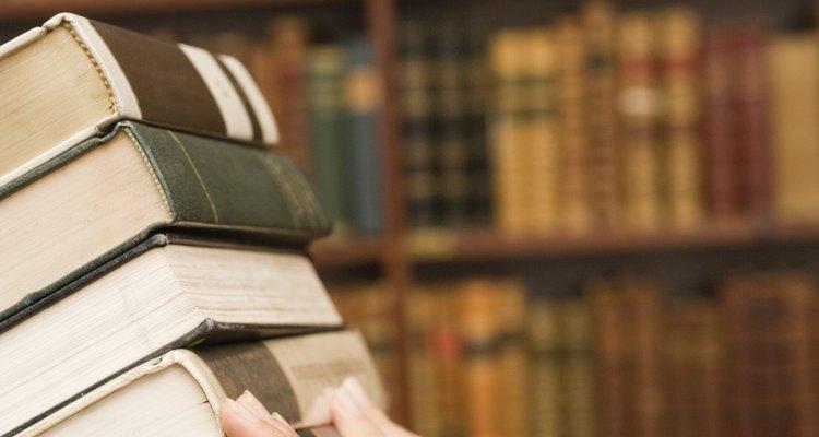 La obra de Octavio Paz fue reconocida con el premio nobel de literatura.