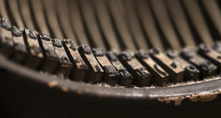 El óxido en una máquina de escribir puede causar que las teclas se peguen y otros problemas de funcionamiento.