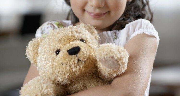 Abraçar um ursinho de pelúcia mofado pode deixar uma criança doente