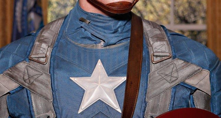 Para la decoración del Capitán América usa rojo, azul y blanco.