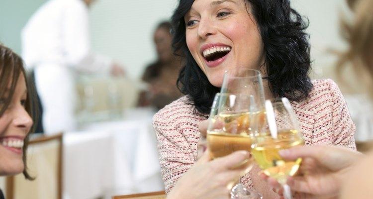 El alcohol y algunos medicamentos pueden pasar a la leche materna y ser dañinos.