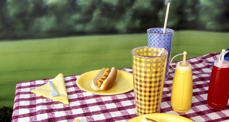 Impeça que a toalha de mesa voe ou escorregue da mesa