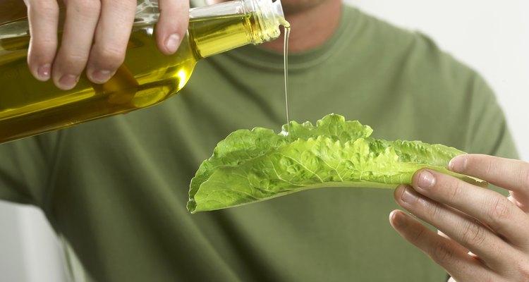 Quita el aceite y usa de un caldo sin grasa.