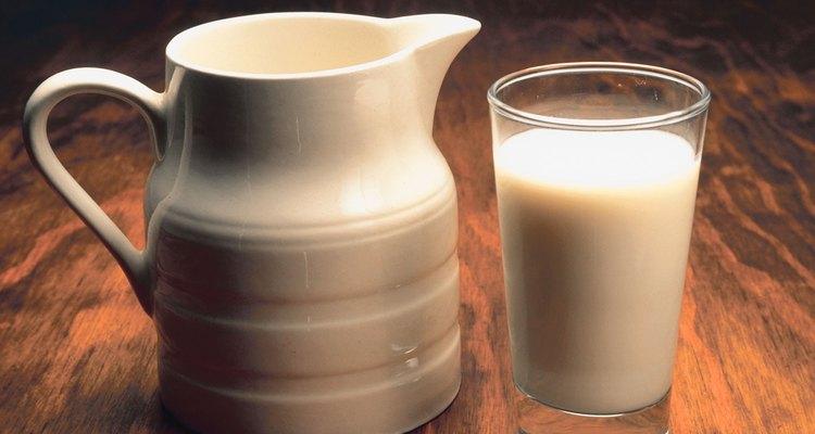 El mismo método puede utilizarse para reparar pequeñas rajaduras en platos o loza.