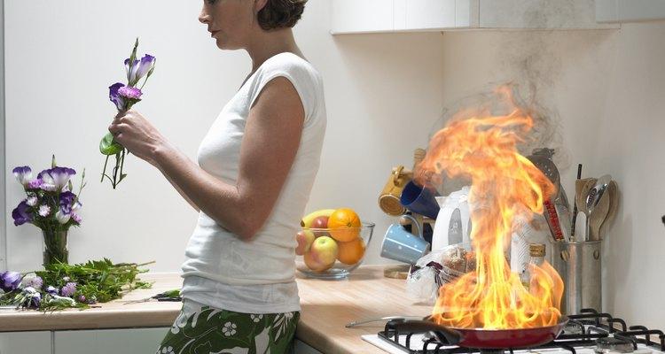 A fuligem de um pequeno incêndio na cozinha pode manchar as paredes e texturas