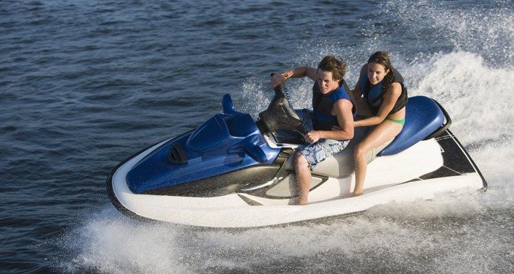 Motos aquáticas são uma ótima maneira de aproveitar um dia de sol na água