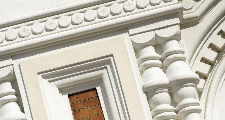 Construtores usam concreto de cimento branco para decorar igrejas e outras estruturas