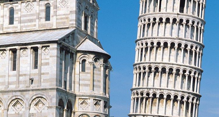 La Torre Inclinada de Pisa es un ejemplo de un asentamiento problemático.