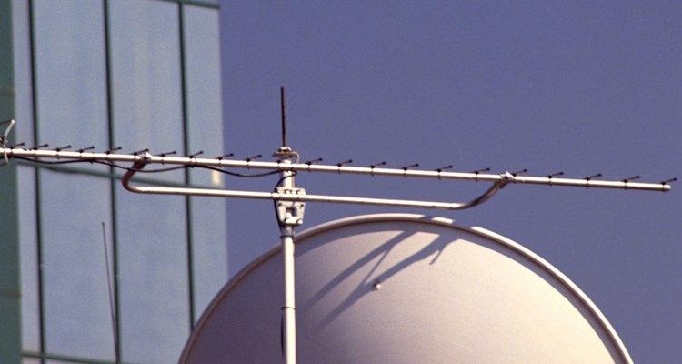 O serviço da Internet HughesNet é fornecido através de uma antena e conexão via satélite