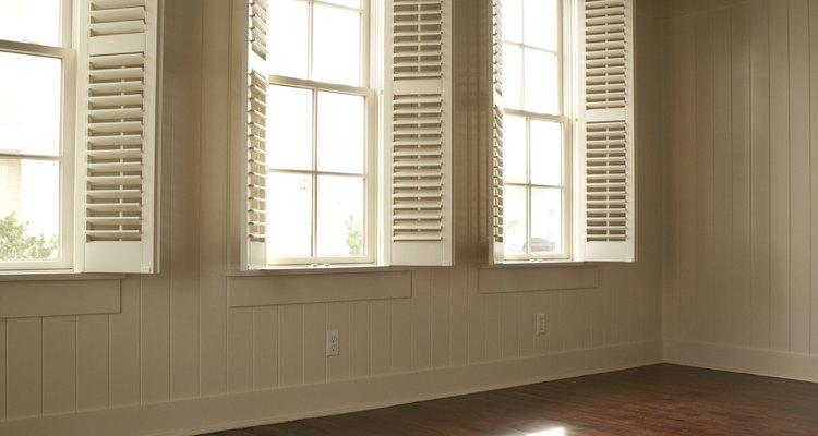 Puedes ahorrar dinero preparando tu propio sustituto de cera para pisos.