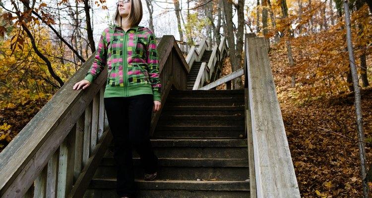 El diseño simple de una barandilla puede ayudar a las personas a bajar las escaleras.