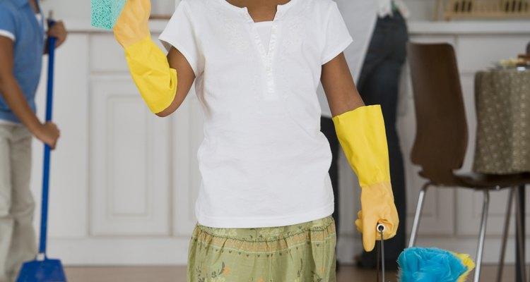 Pónte los guantes de goma.