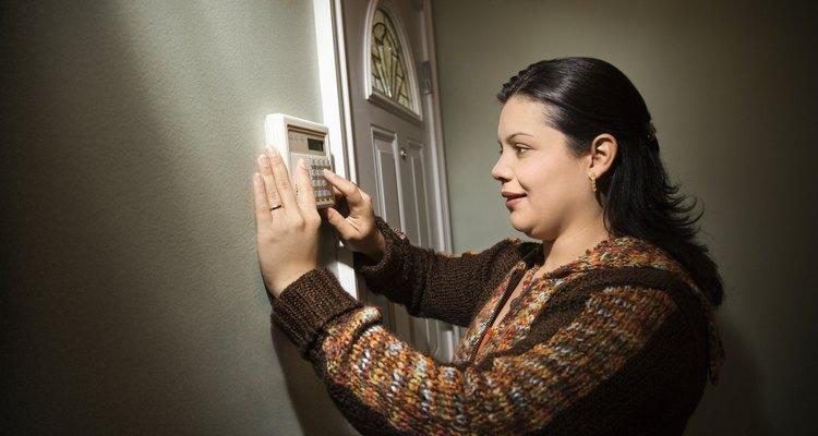 Reactivar la mayoría de las alarmas requiere de la asistencia de un técnico experto.