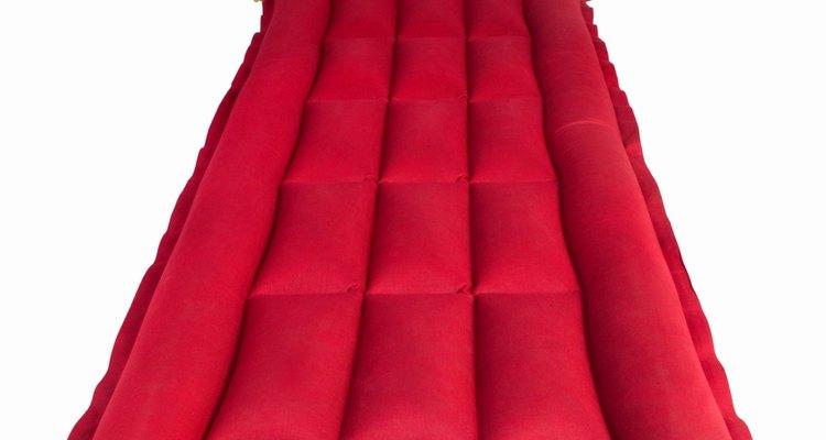 Mantenha-se confortável ao acampar com o seu colchão inflável