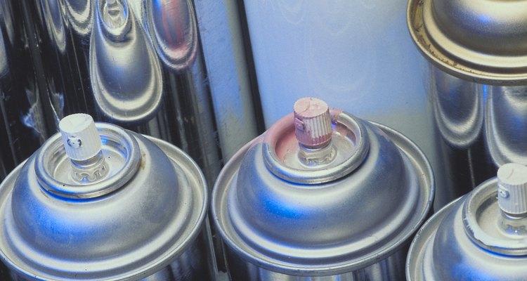 Las latas de aerosol pueden contener desde laca para el cabello hasta veneno para cucarachas y muchos elementos más.