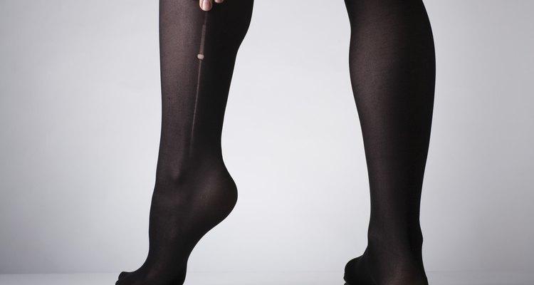 Cortar meias-calças pode evitar que elas se desfiem com o uso
