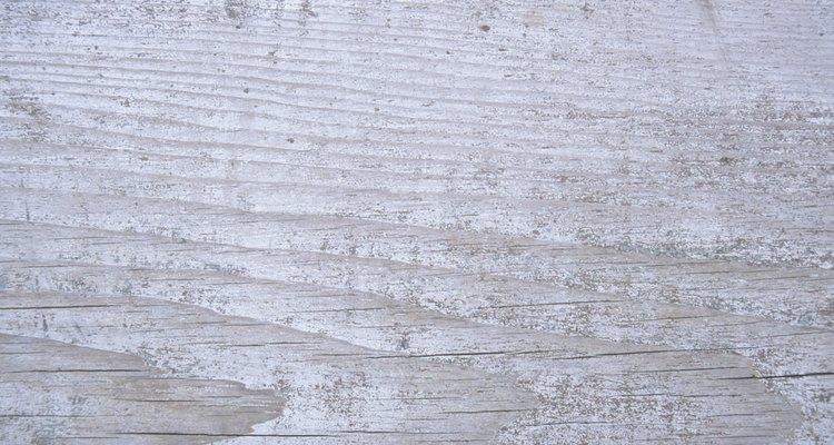 El blanqueamiento deja ver el grano natural de la madera.