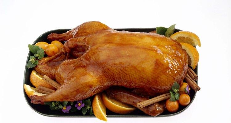 O pato a l'orange inclui um molho cítrico.