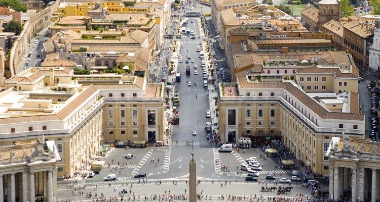 La caída de Roma hizo que muchos dudaran de la longevidad de las otras instituciones, incluyendo el cristianismo.