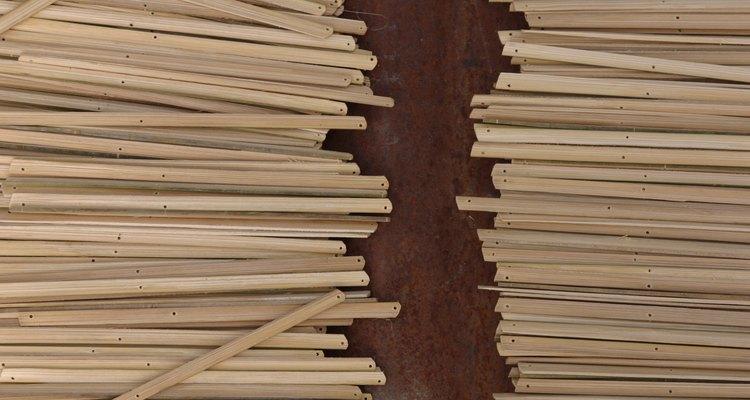 Escoge una pared para colocar los palos de bambú.