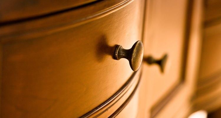 Restaura el brillo de tus muebles con aceite de linaza.
