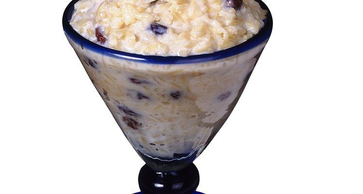 Utiliza las sobras de arroz para tu receta de pudín de arroz cremoso.