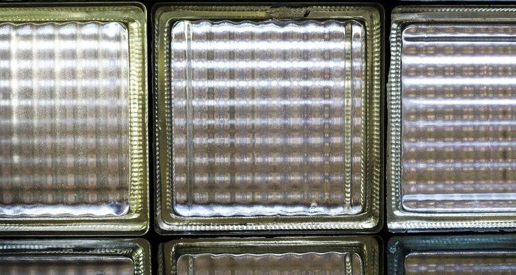 Un bloque de vidrio crea una separación estética.