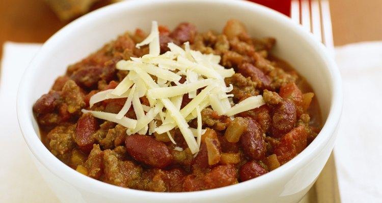 El chile es una mezcla de carne, judías, pimientos y especias.