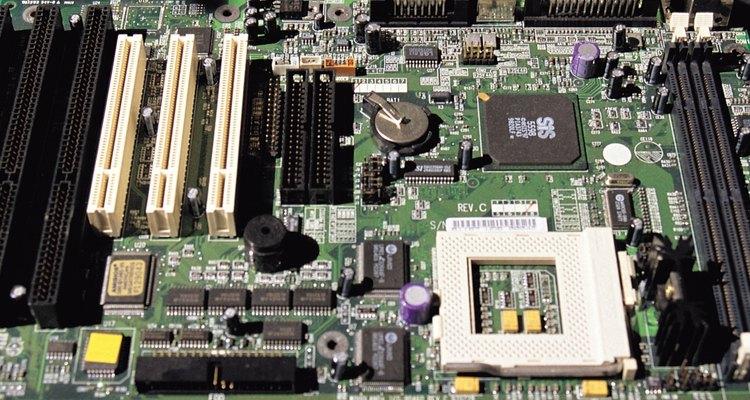 Incluso un pequeño choque estático puede dañar los circuitos electrónicos.