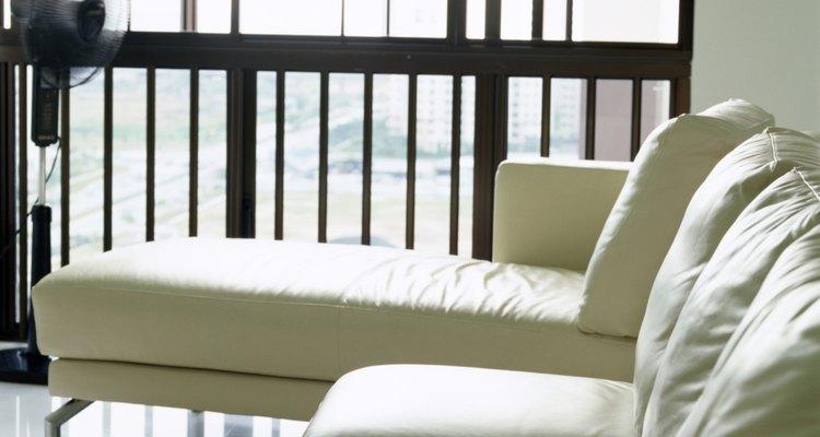 Conserte o rasgo de seu sofá de couro para restaurar sua aparência