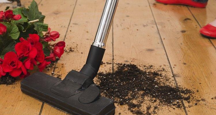 Com o tempo, os aspiradores de pó podem acumular entulhos e mau cheiros