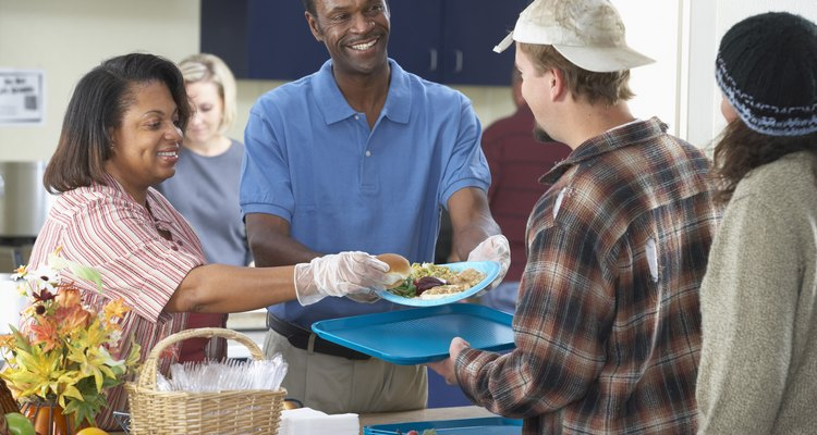 El comedor comunitario alimenta a aquellas personas de bajos ingresos.